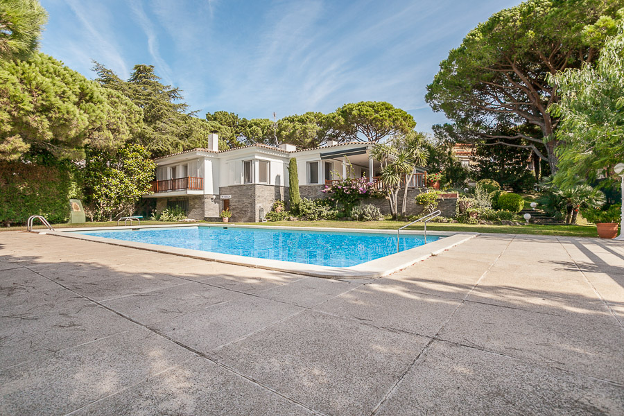 Single Family Home for Sale at Welcoming house with large garden just 1.2 km from the beach Sant Antoni De Calonge, Costa Brava 17252 Spain