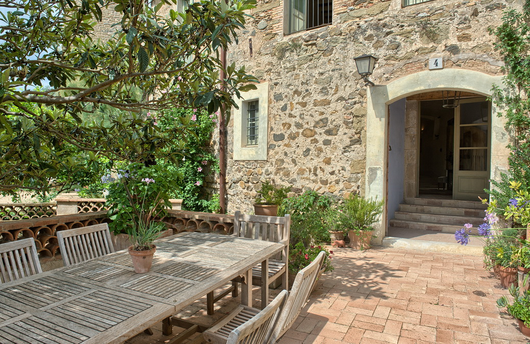 Single Family Home for Sale at Townhouse in the centre of Cruïlles with a nice garden Other Cities Baix Emporda, Barcelona 17001 Spain