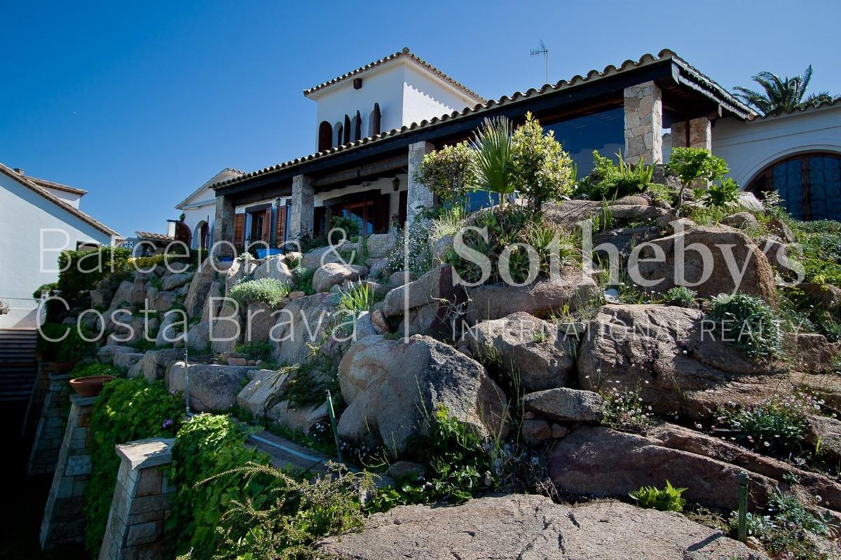獨棟家庭住宅 為 出售 在 House with seaviews in Sant Feliu de Guixols Sant Feliu De Guixols, Costa Brava 17220 西班牙