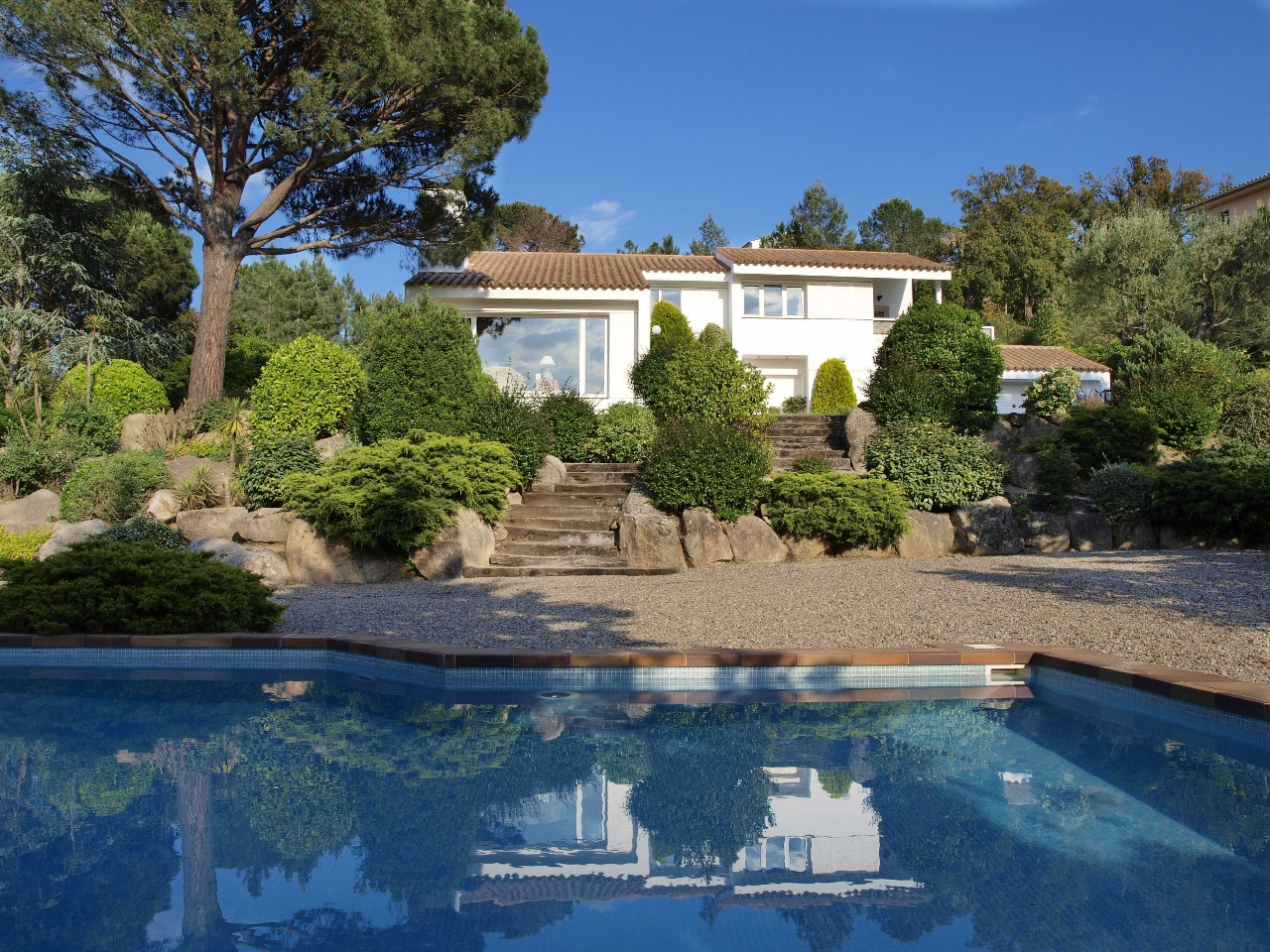 Vivienda unifamiliar por un Venta en Bright villa for sale overlooking the valley in Golf Costa Brava estate Santa Cristina D Aro, Costa Brava, 17246 España