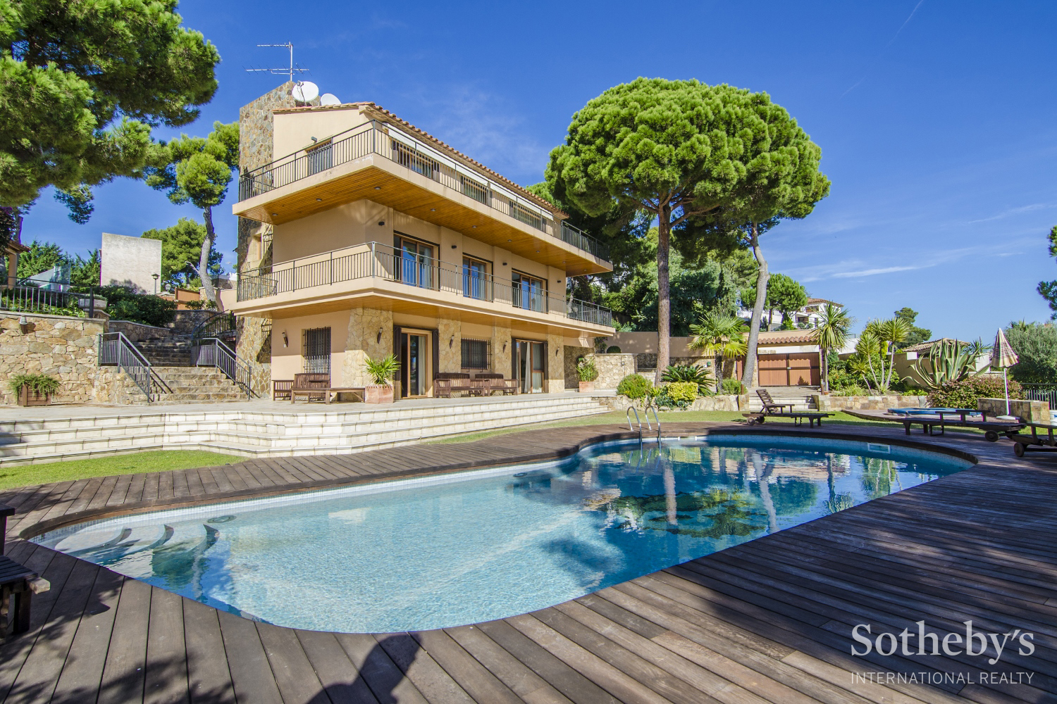 独户住宅 为 销售 在 Beautiful villa with magnificent sea views in prestigious urbanization Torrevalentina, Barcelona 17252 西班牙