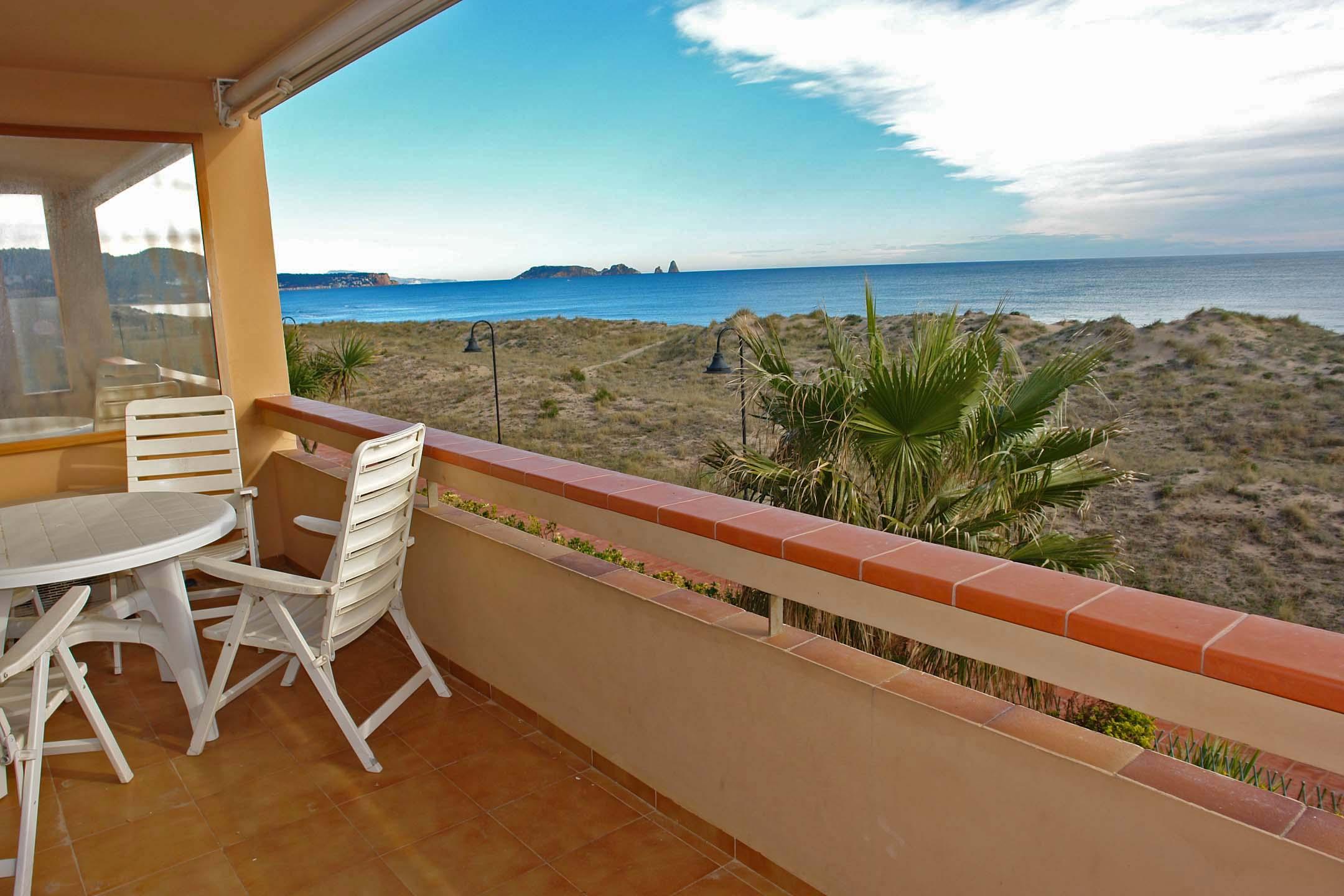 Apartamento por un Venta en Seafront apartment with fantastic views in Playa de Pals Pals, Costa Brava 17256 España