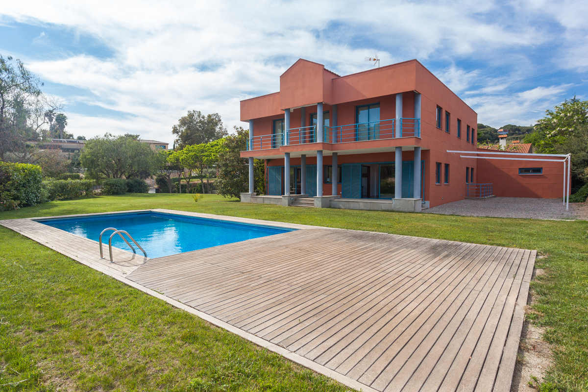 Single Family Home for Sale at Beautiful house just metres from the centre of Sant Andreu de Llavaneres Sant Andreu De Llavaneres, Barcelona, 08392 Spain