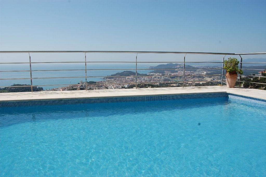 独户住宅 为 销售 在 A dream villa with great sea views Lloret De Mar, Costa Brava 17310 西班牙