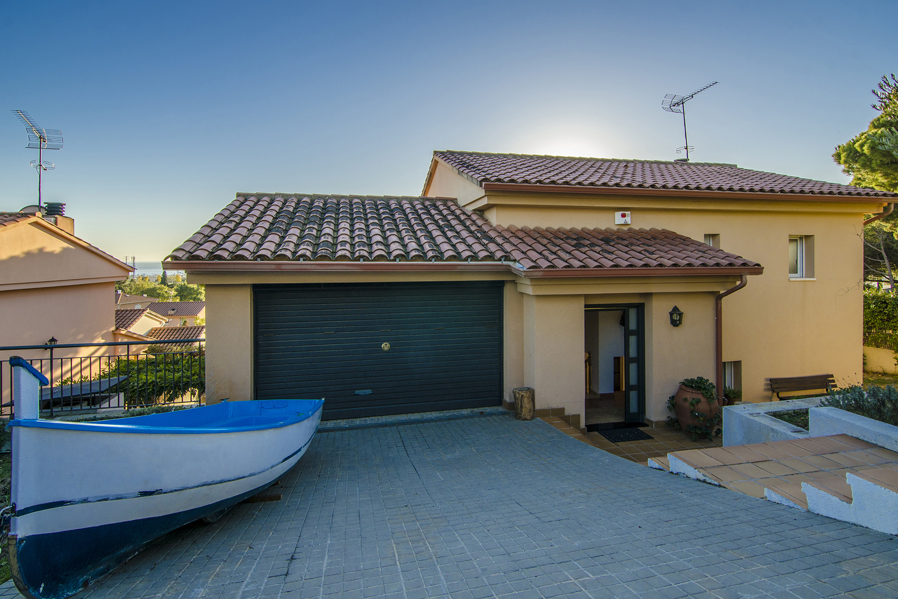 Nhà ở một gia đình vì Bán tại Practical and Cozy Single-Family House in Cabrils Cabrils, Barcelona, 08348 Tây Ban Nha