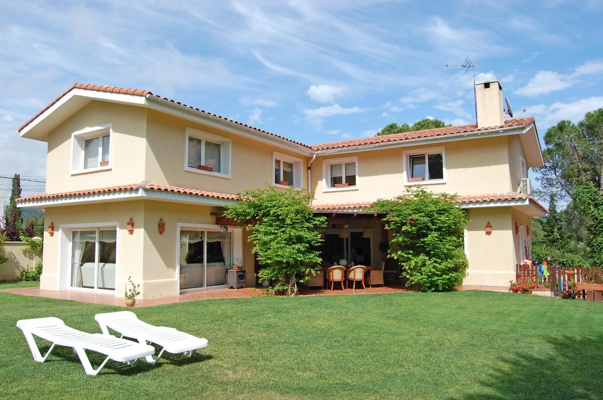 独户住宅 为 销售 在 Wonderful villa close to the beach and town Lloret De Mar, Costa Brava 17310 西班牙