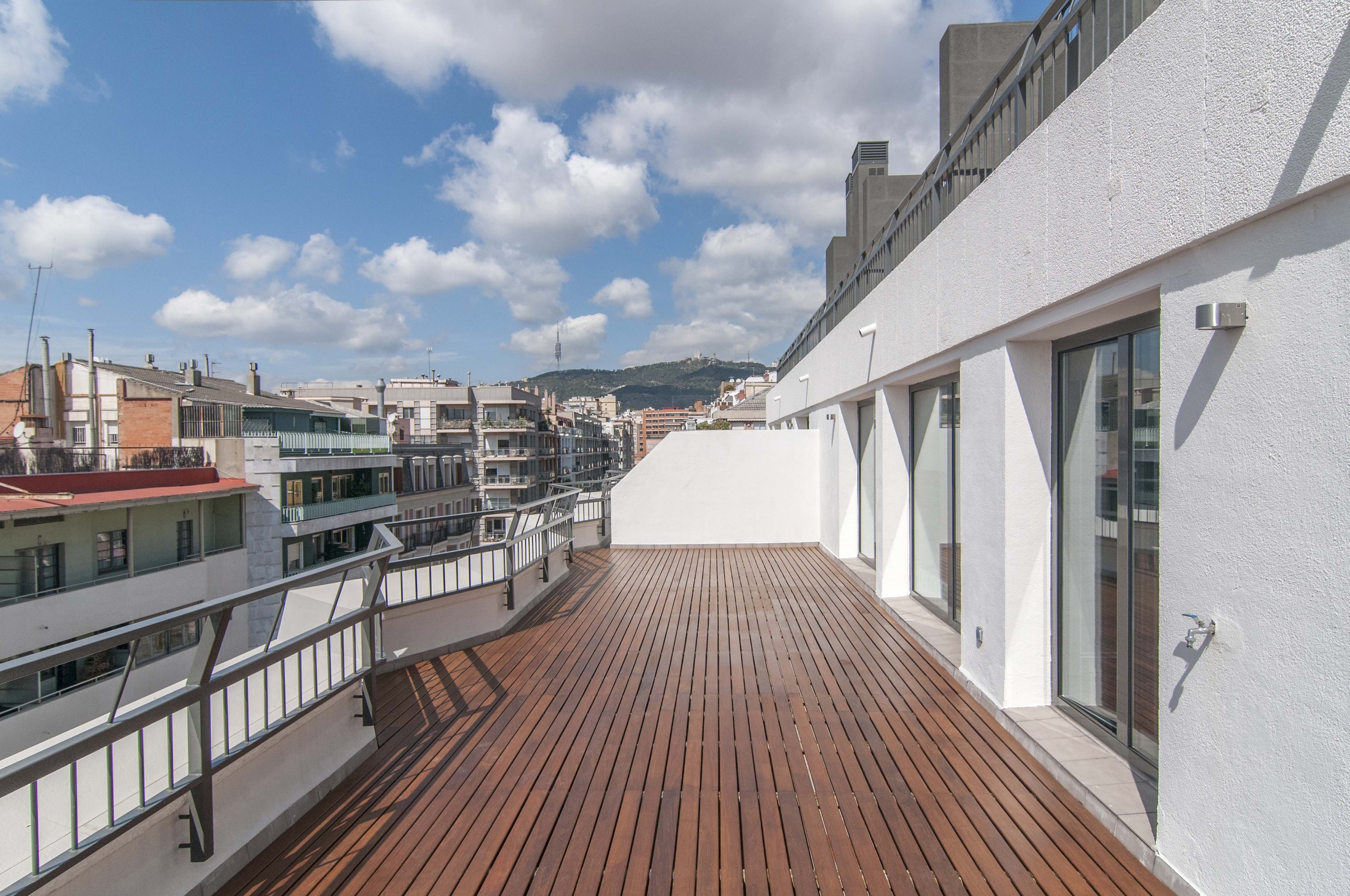 Appartement pour l Vente à Newly fabricated Loft-flat with terrace Zona Alta, Barcelona City, Barcelona 08034 Espagne
