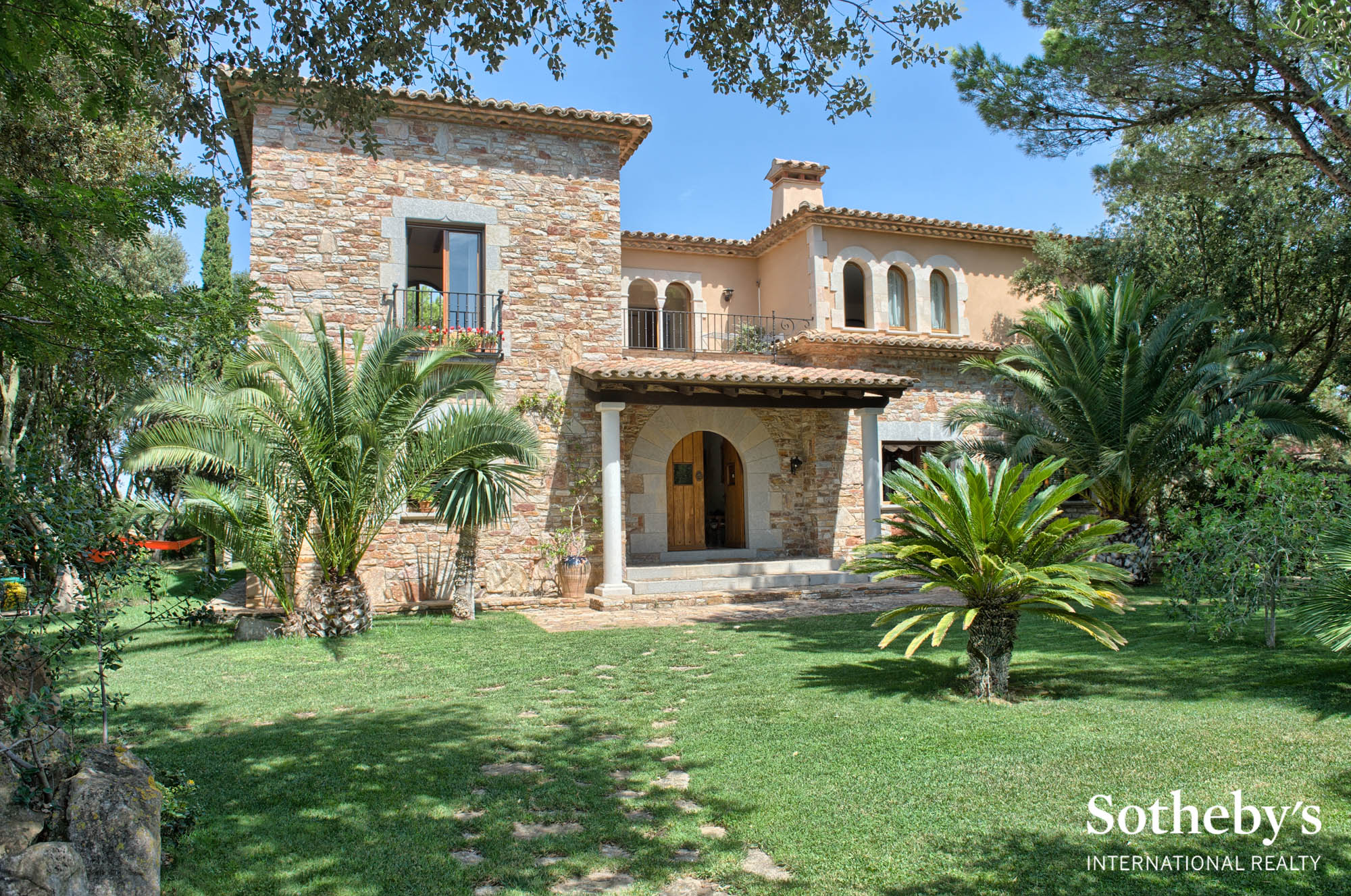 Property For Sale at Spectacular property with sea views near the centre of Begur