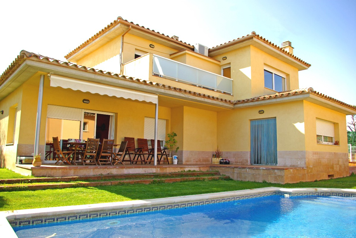 Single Family Home for Sale at Welcoming house in quiet urbanization Sant Antoni De Calonge, Costa Brava 17252 Spain