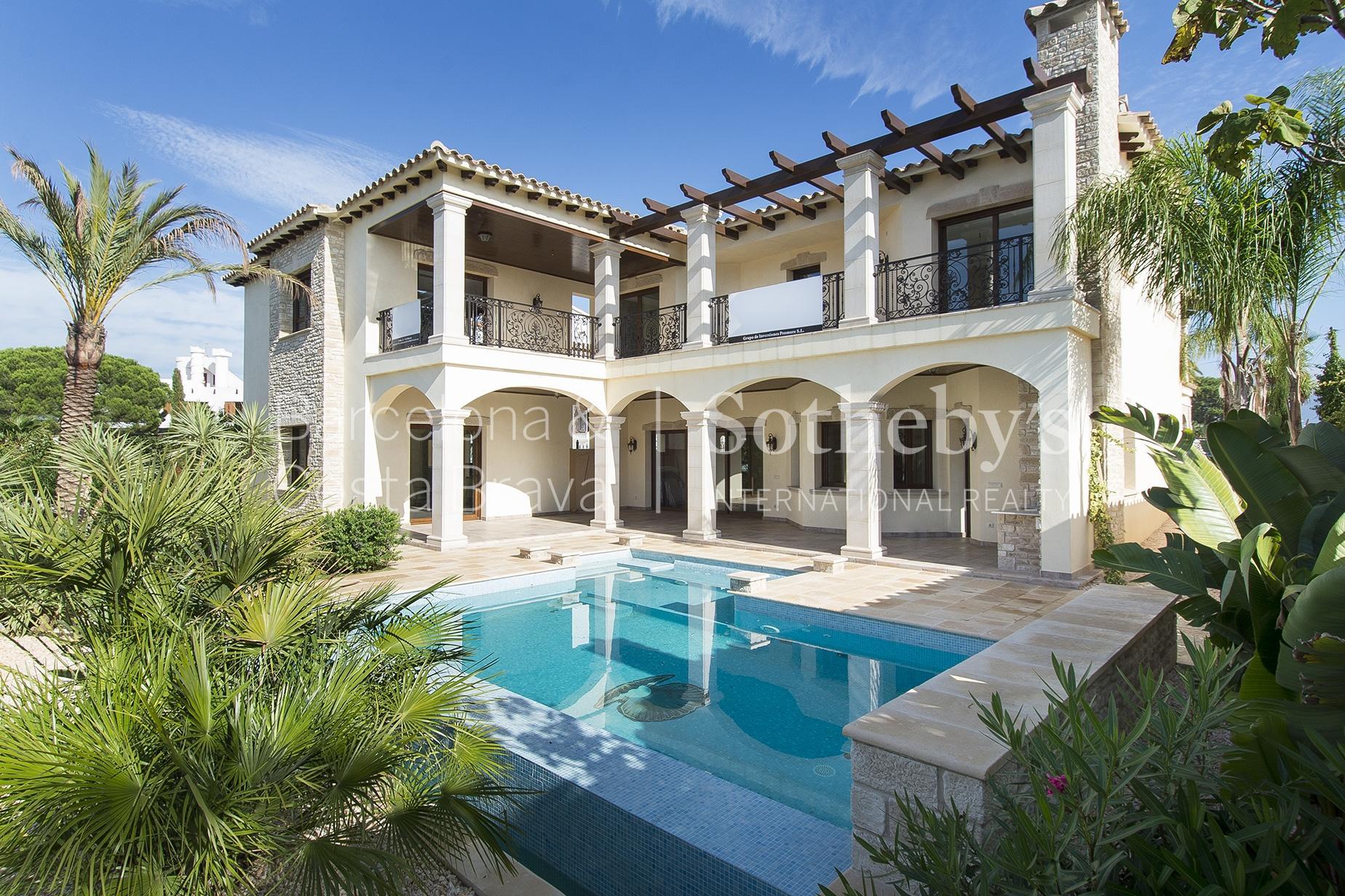 Single Family Home for Sale at Luxury villa on the canal of Empuriabrava Empuriabrava, Costa Brava 17487 Spain