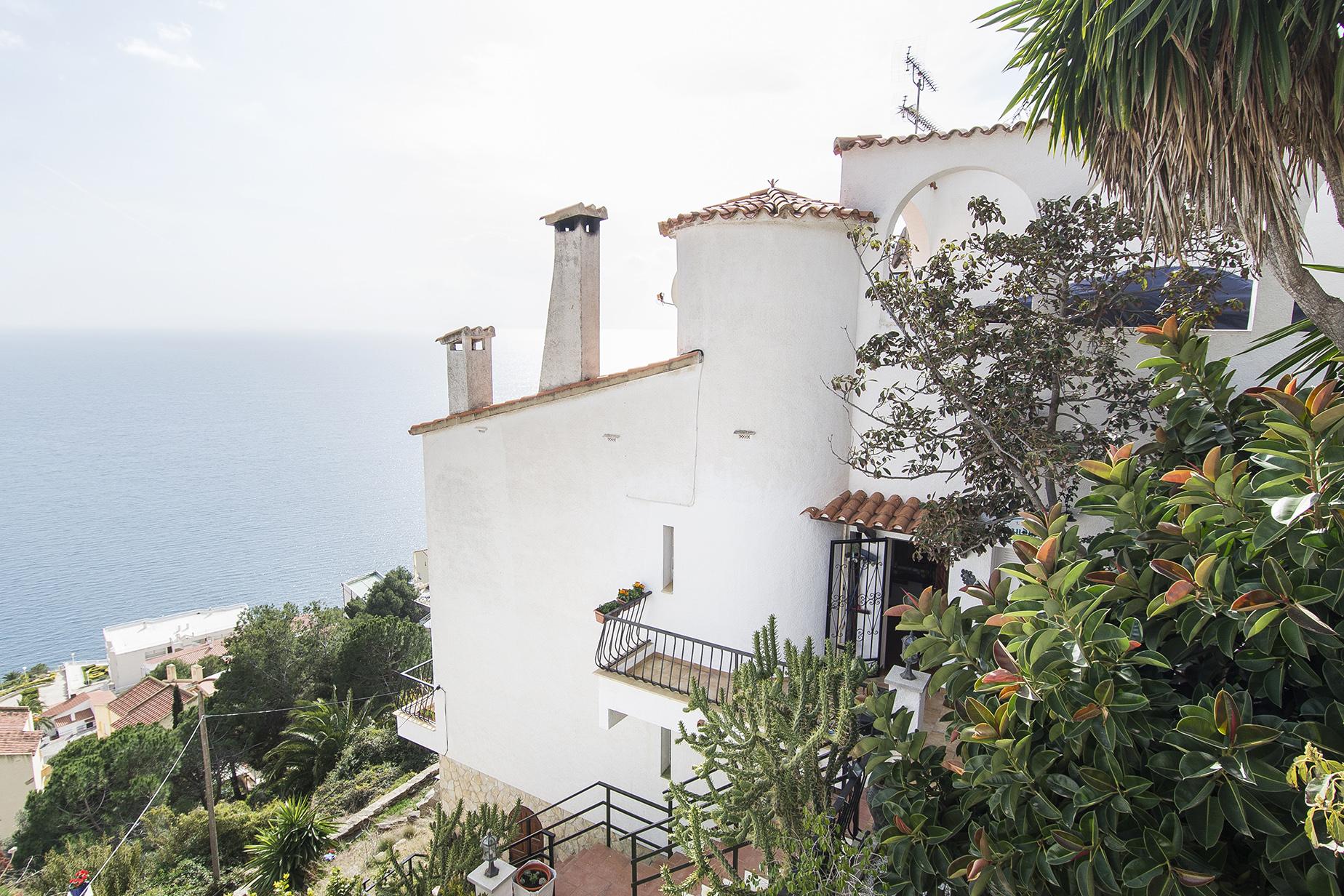 Vivienda unifamiliar por un Venta en House in Roses with stunning sea views Roses, Costa Brava, 17480 España