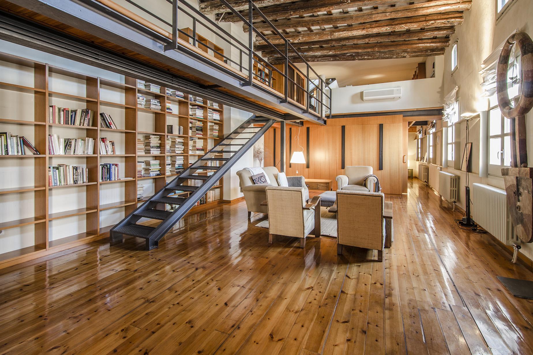 Квартира для того Продажа на Penthouse Loft with a Large Terrace and Views in Ciutat Vella Old Town Ciutat Vella, Barcelona City, Barcelona, 08002 Испания