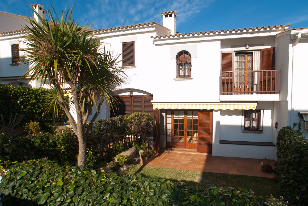 Single Family Home for Sale at Cozy terraced house 200 metres from the beach S'Agaro, Costa Brava, 17248 Spain