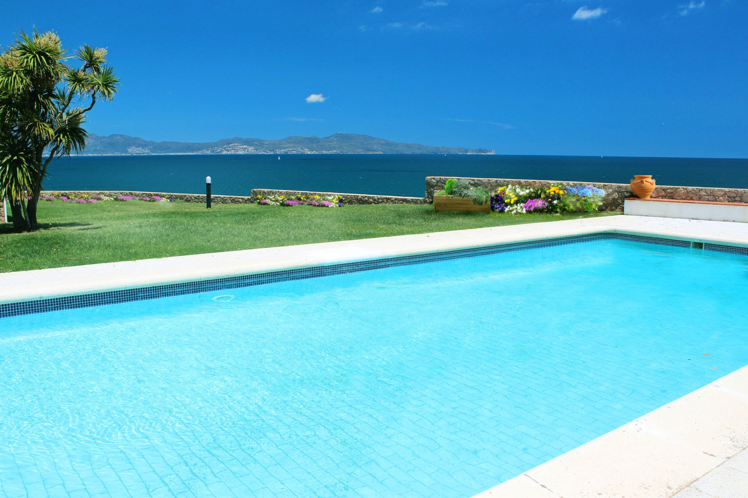 Property For Sale at House in front of the sea with panoramic views