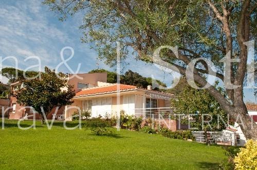 단독 가정 주택 용 매매 에 Charming villa for sale with spacious garden in St.Feliu de Guíxols S'Agaro, Costa Brava 17248 스페인
