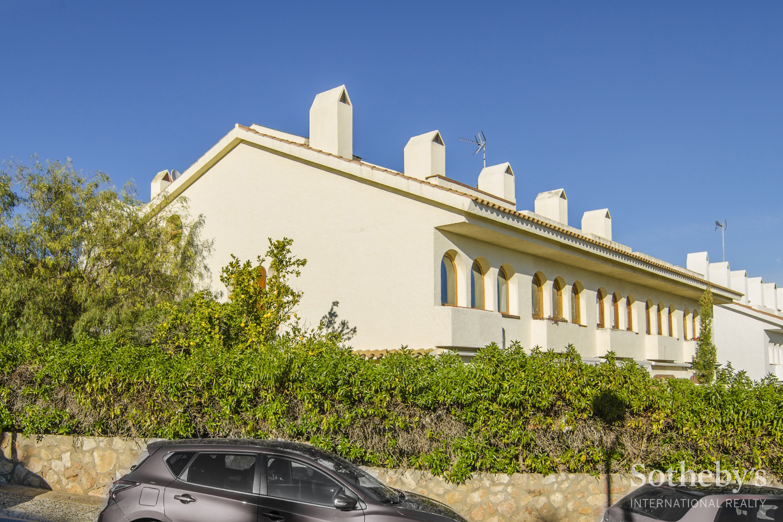 Einfamilienhaus für Verkauf beim Semi-detached house in the first sea line Sitges, Barcelona 08870 Spanien