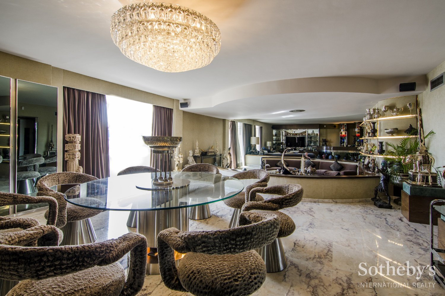 Property For Sale at Uniquely Private and Luxuriously Equipped Flat in Turo Parc