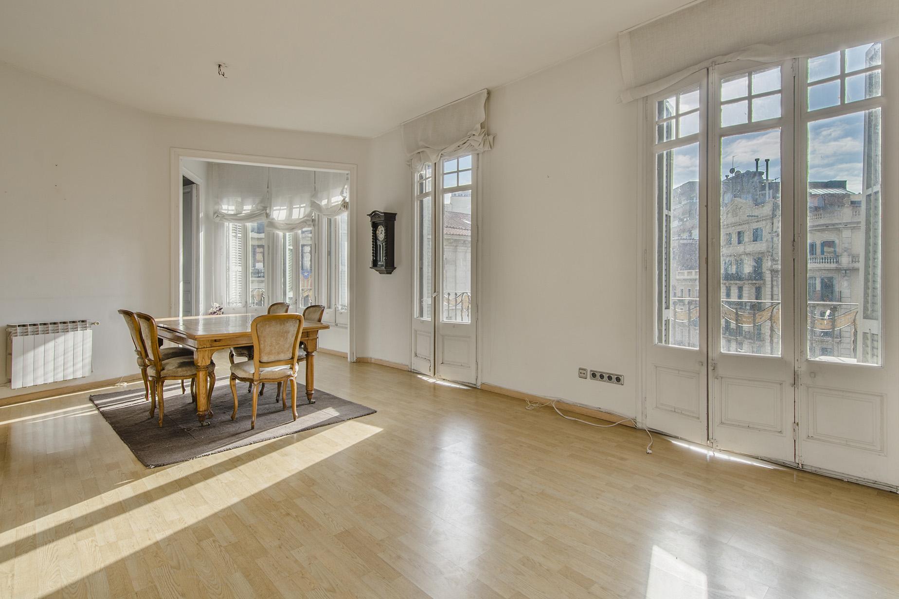 Apartamento para Venda às Splendid Flat in Right Eixample Barcelona City, Barcelona, 08007 Espanha