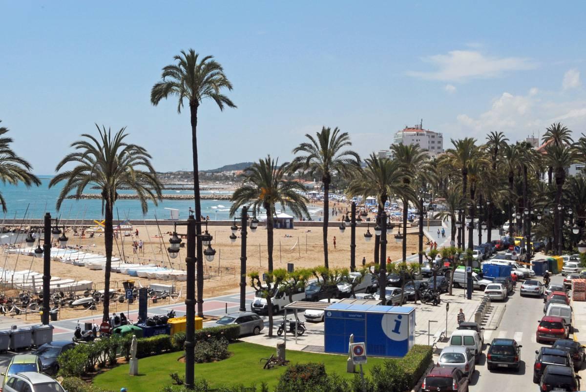 アパート のために 売買 アット Apartment with sea view on the promenade of Sitges Sitges, Barcelona, 08870 スペイン