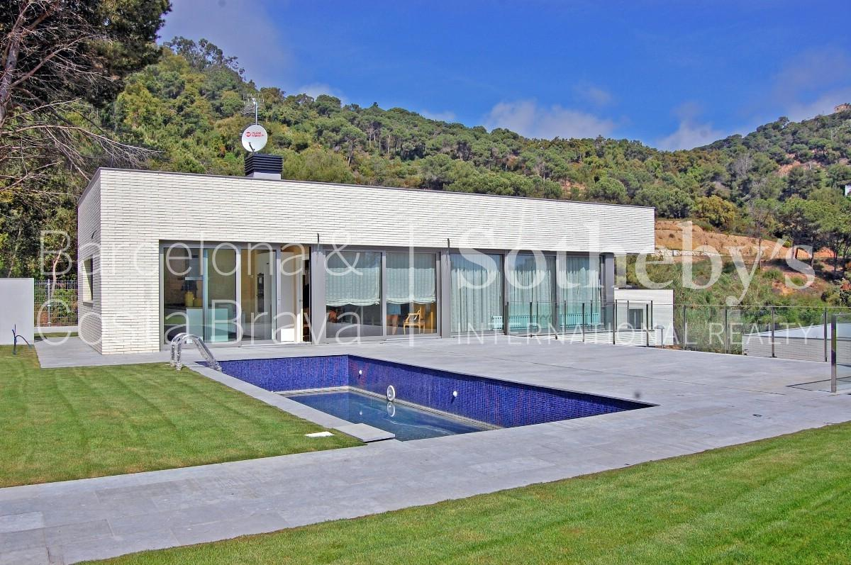 Villa per Vendita alle ore Modern high quality houses Other Spain, Altre Zone In Spagna 17300 Spagna