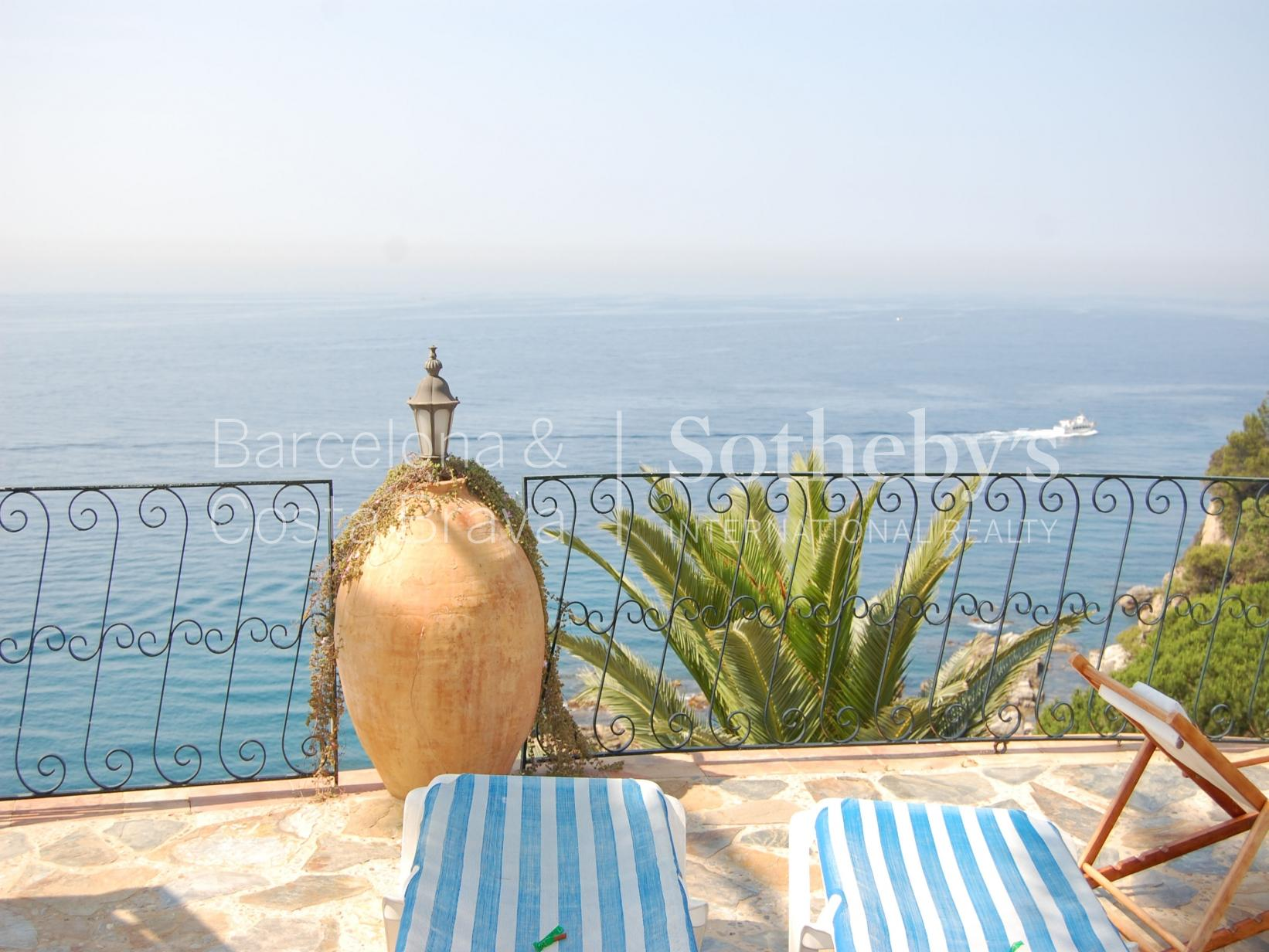 Property For Sale at Villa on the cliffs with private acces to the beach