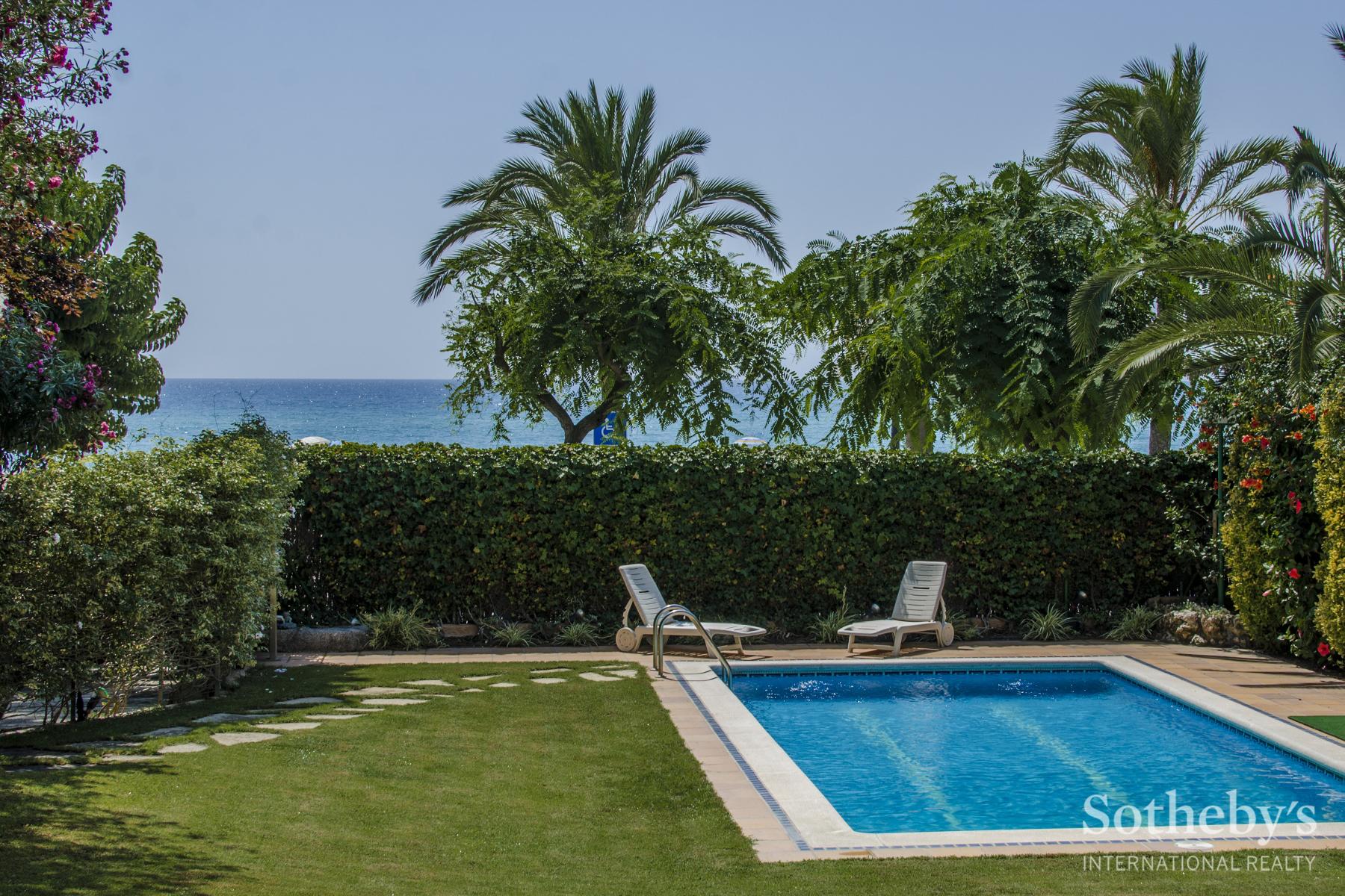 Einfamilienhaus für Verkauf beim Exclusive Seafront House for Sale in Caldes d'Estrac Sant Andreu De Llavaneres, Barcelona 08392 Spanien