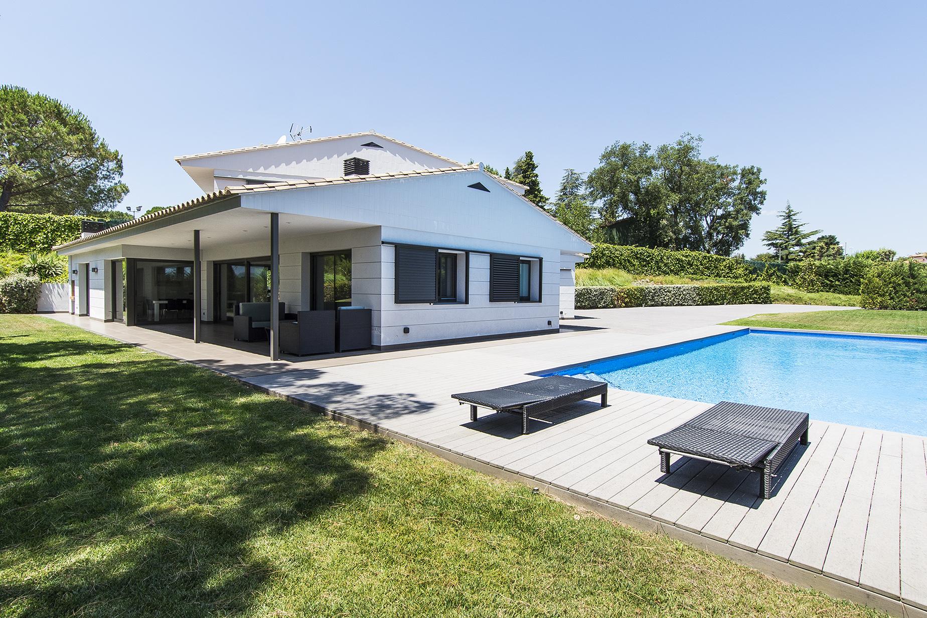 Einfamilienhaus für Verkauf beim Modern villa surrounded by calm in prestigious residential estate Santa Cristina D Aro, Costa Brava 17246 Spanien