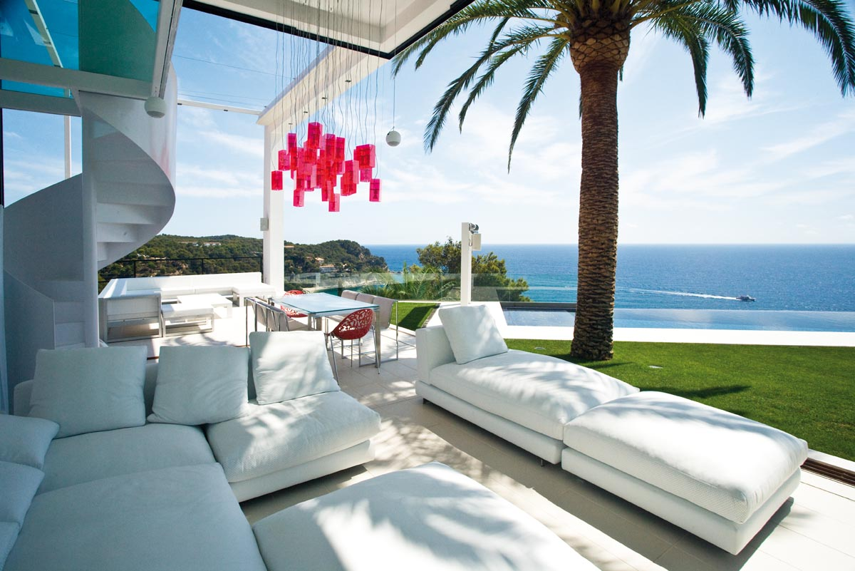 Property For Sale at Sensational design with infinite views on the Costa Brava