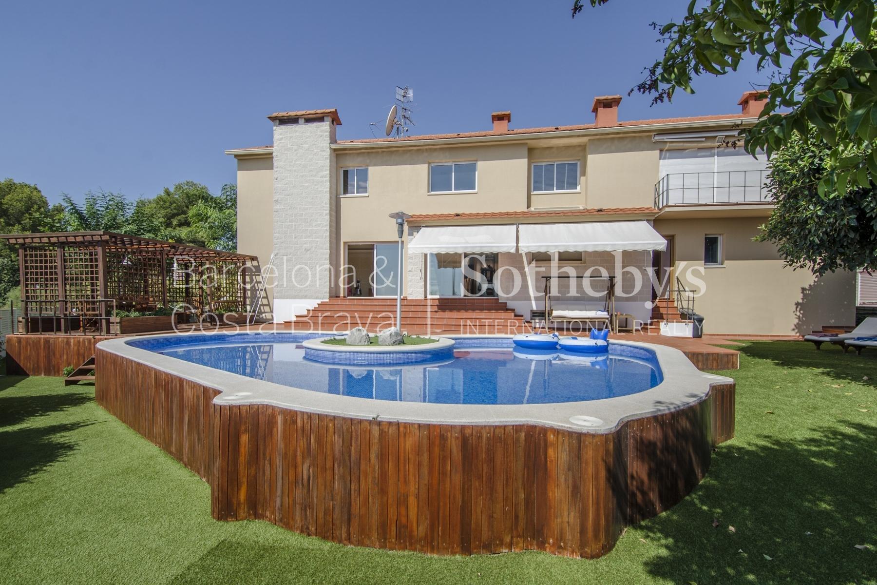 Casa para uma família para Venda às Modern Designer House Situated in Santa Bárbara Sitges Sitges, Barcelona 08870 Espanha
