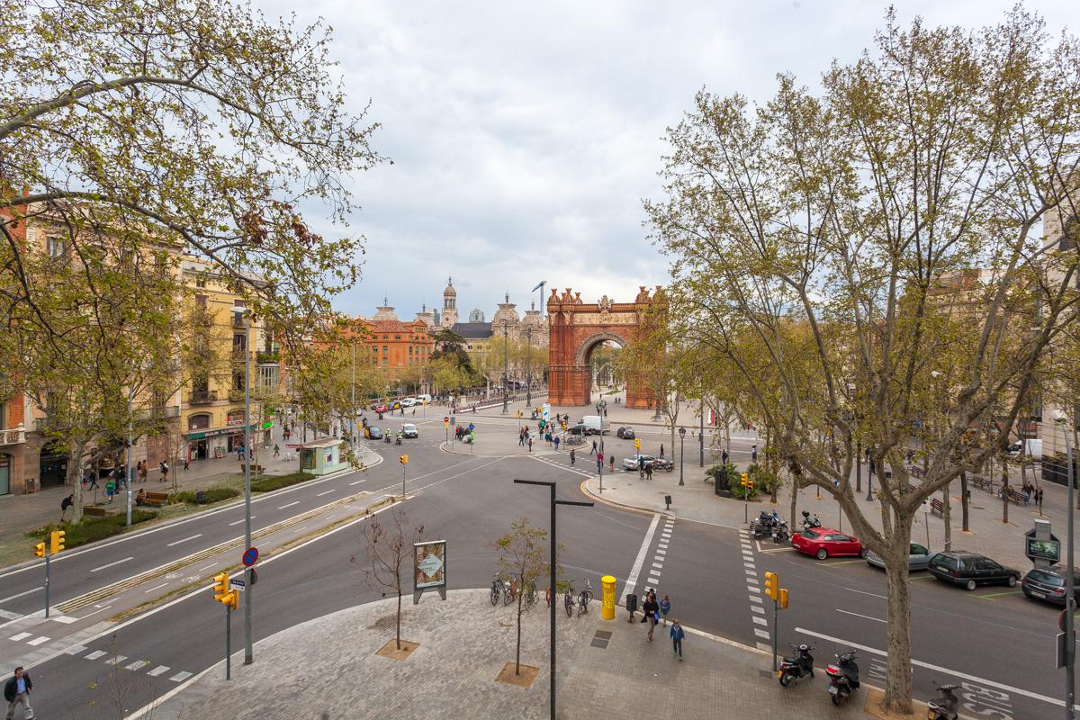 Appartement pour l Vente à Apartment overlooking the Arco de Triunfo Eixample, Barcelona City, Barcelona 08007 Espagne