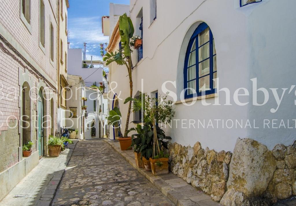 Casa para uma família para Venda às Ibizan style house in the center of Sitges Sitges, Barcelona 08870 Espanha