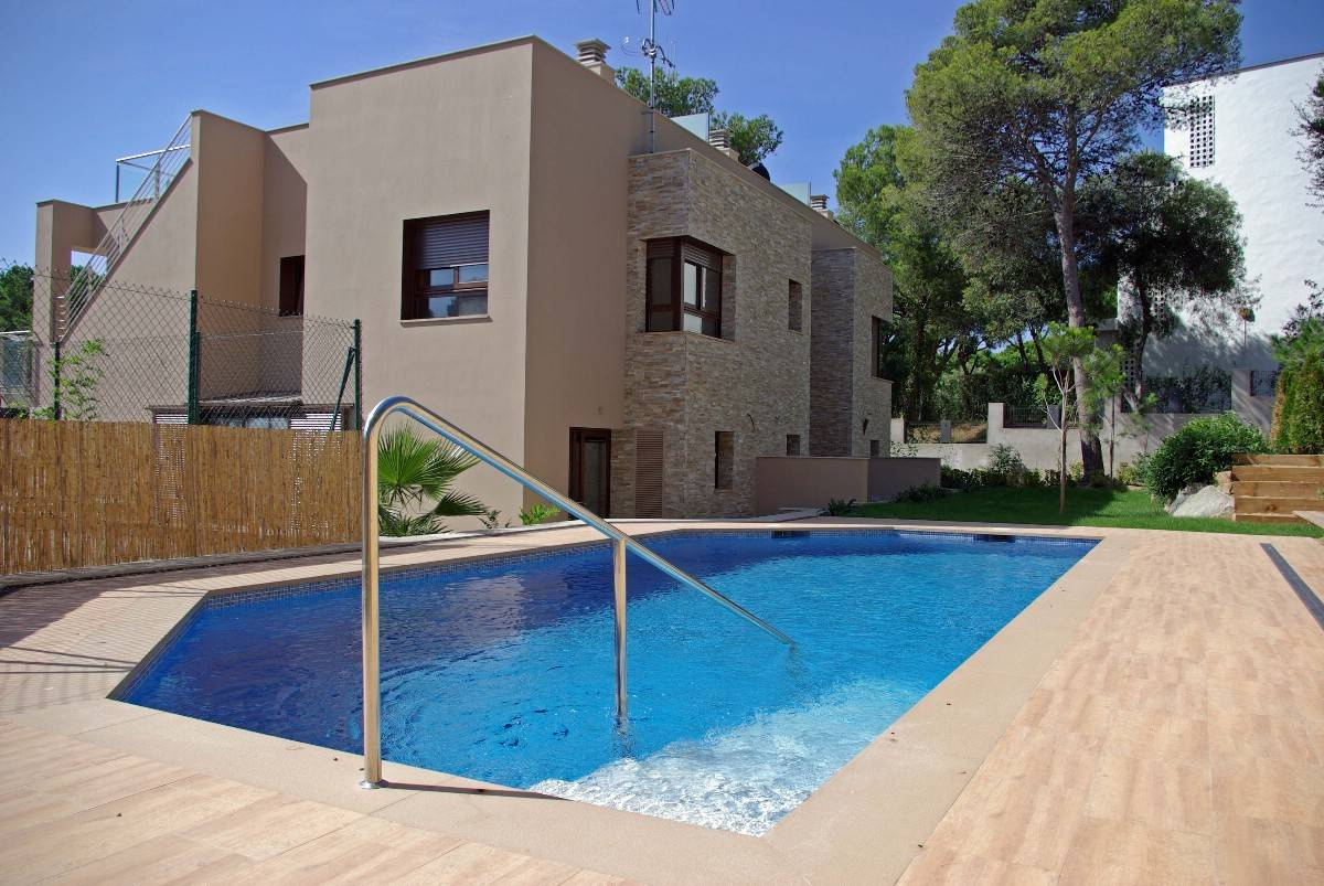 Single Family Home for Sale at Modern semi-detached house near the beach and the town centre Playa De Aro, Costa Brava, 17250 Spain