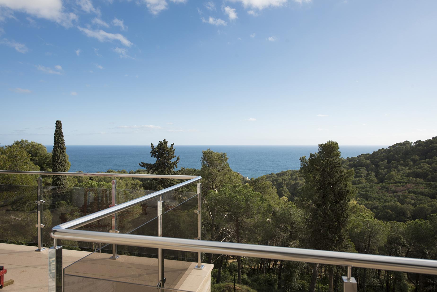 Moradia para Venda às Newly built villa in exclusive location 800 m from the sea Other Spain, Outras Áreas Em Espanha, 17300 Espanha