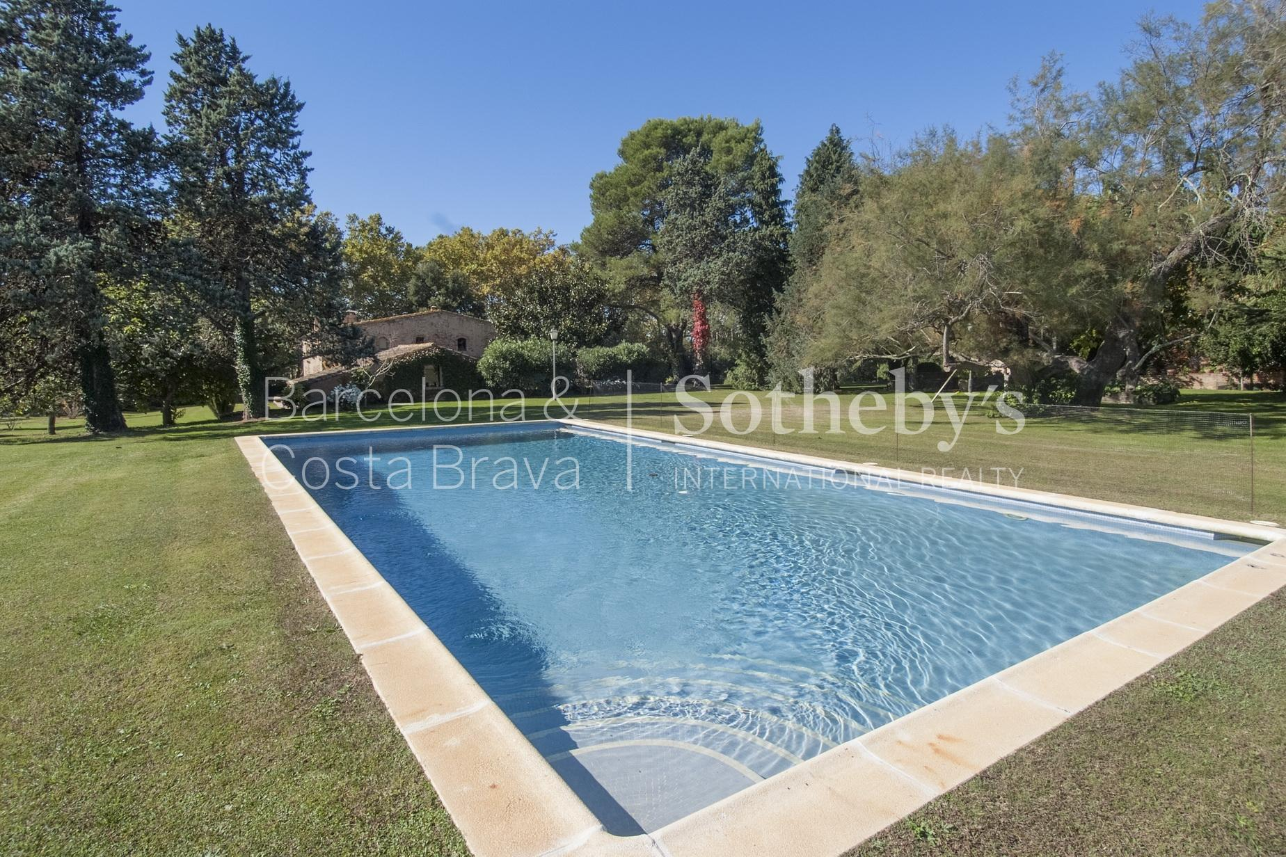 Property For Sale at Nice farmhouse with centennial garden near the beaches of Begur