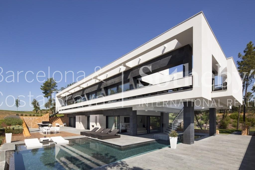 Property For Sale at Exceptional villa with views over the golf course