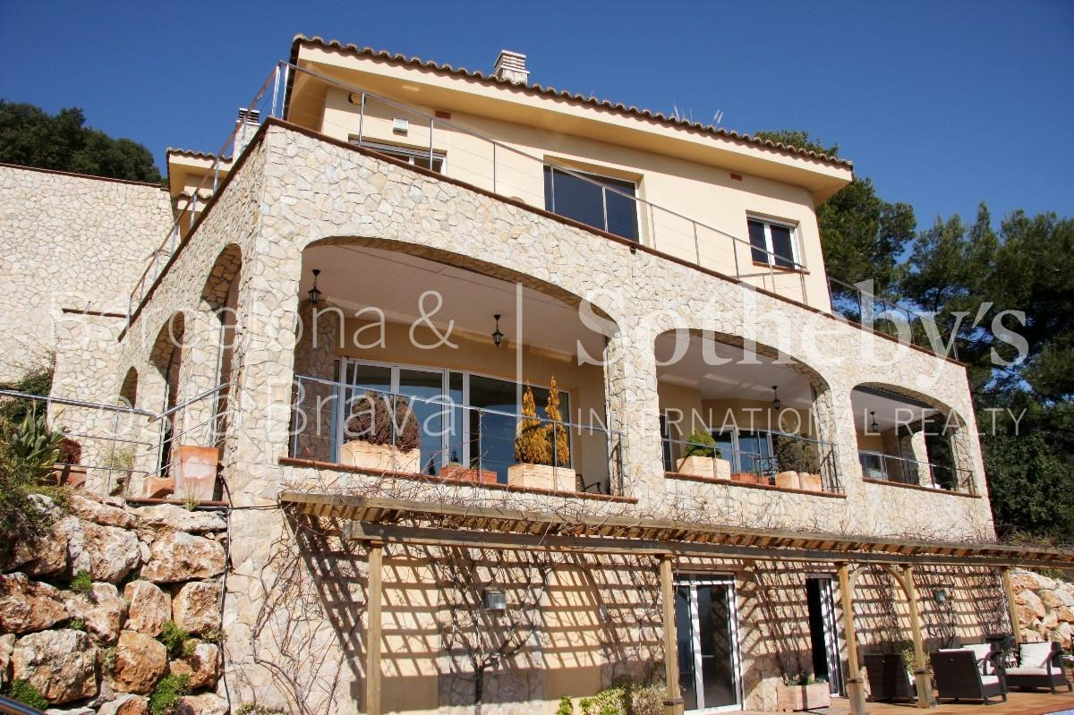 Property For Sale at Spectacular villa with fantastic sea views