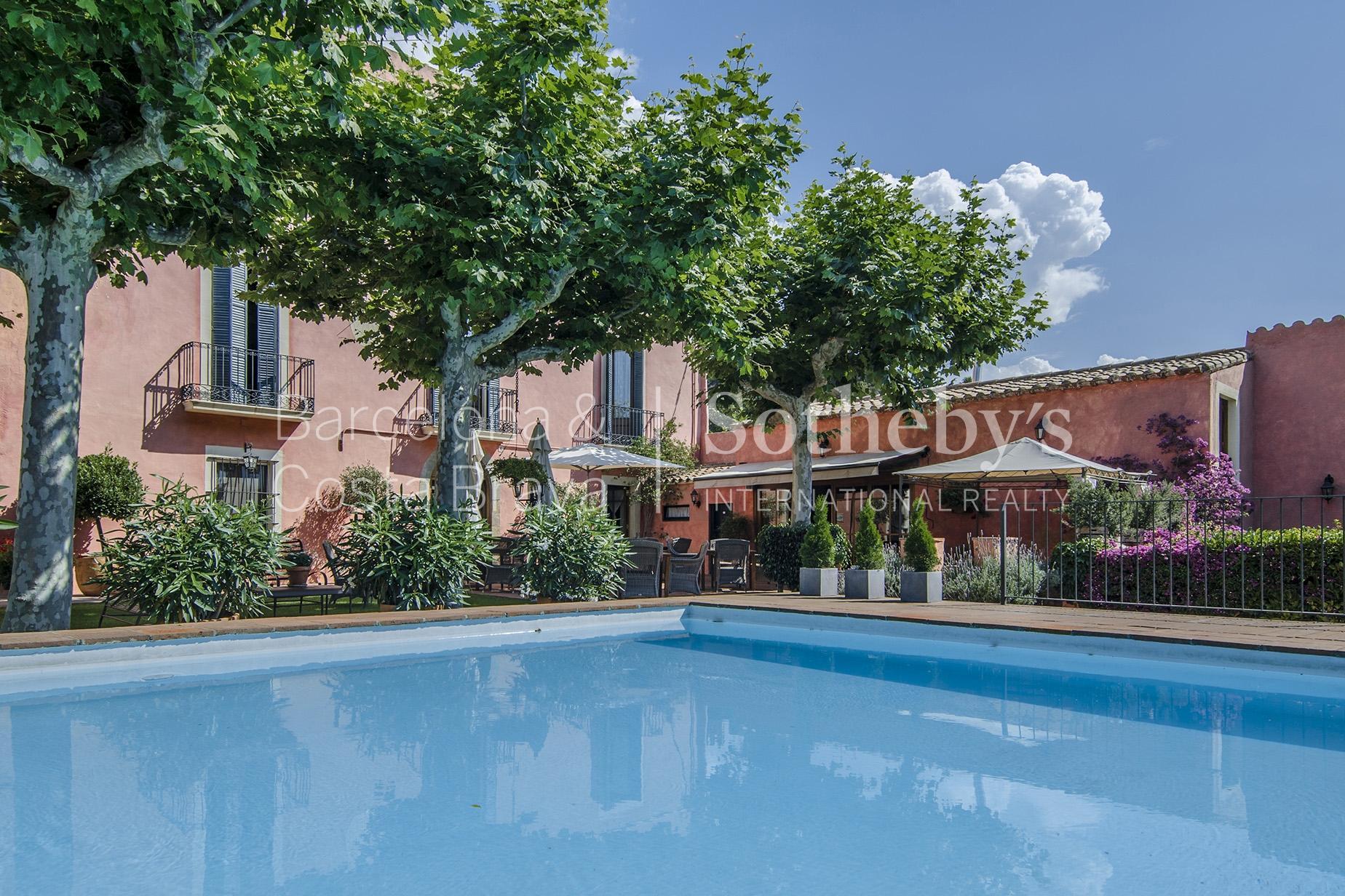 단독 가정 주택 용 매매 에 An Icon of Relaxation and Luxury for Sale in the Center of Cabrils Cabrils, Barcelona 08348 스페인