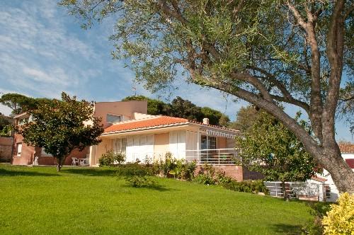 Einfamilienhaus für Verkauf beim Charming villa for sale with spacious garden in St.Feliu de Guíxols S'Agaro, Costa Brava, 17248 Spanien