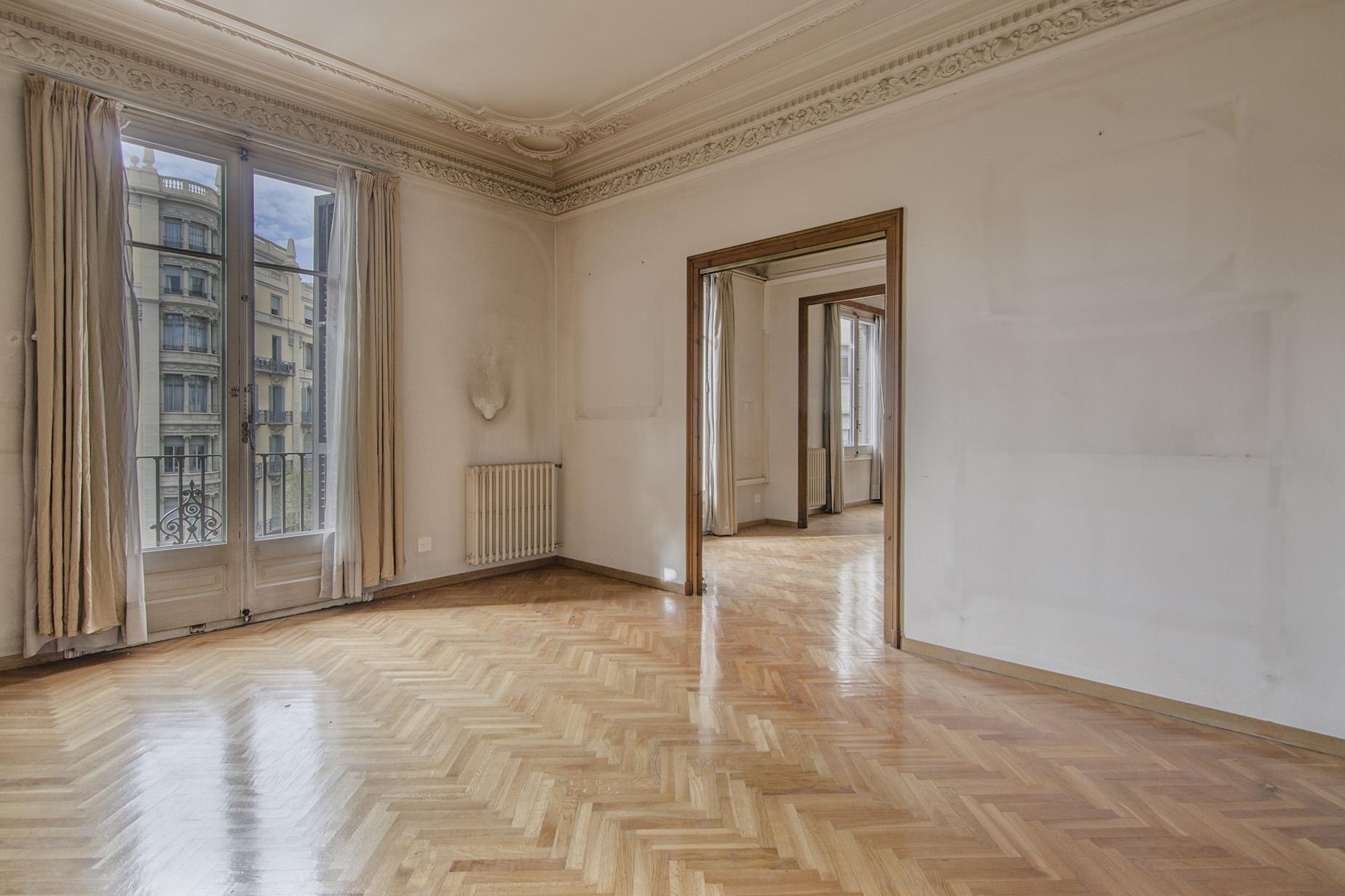 Квартира для того Продажа на Beautiful Apartment to Reform in a Royal Estate in Eixample Eixample, Barcelona City, Barcelona, 08007 Испания