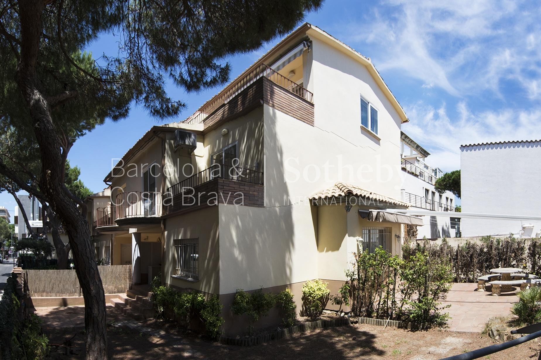 Single Family Home for Sale at Large terraced house in the centre of Playa de Aro Playa De Aro, Costa Brava 17250 Spain
