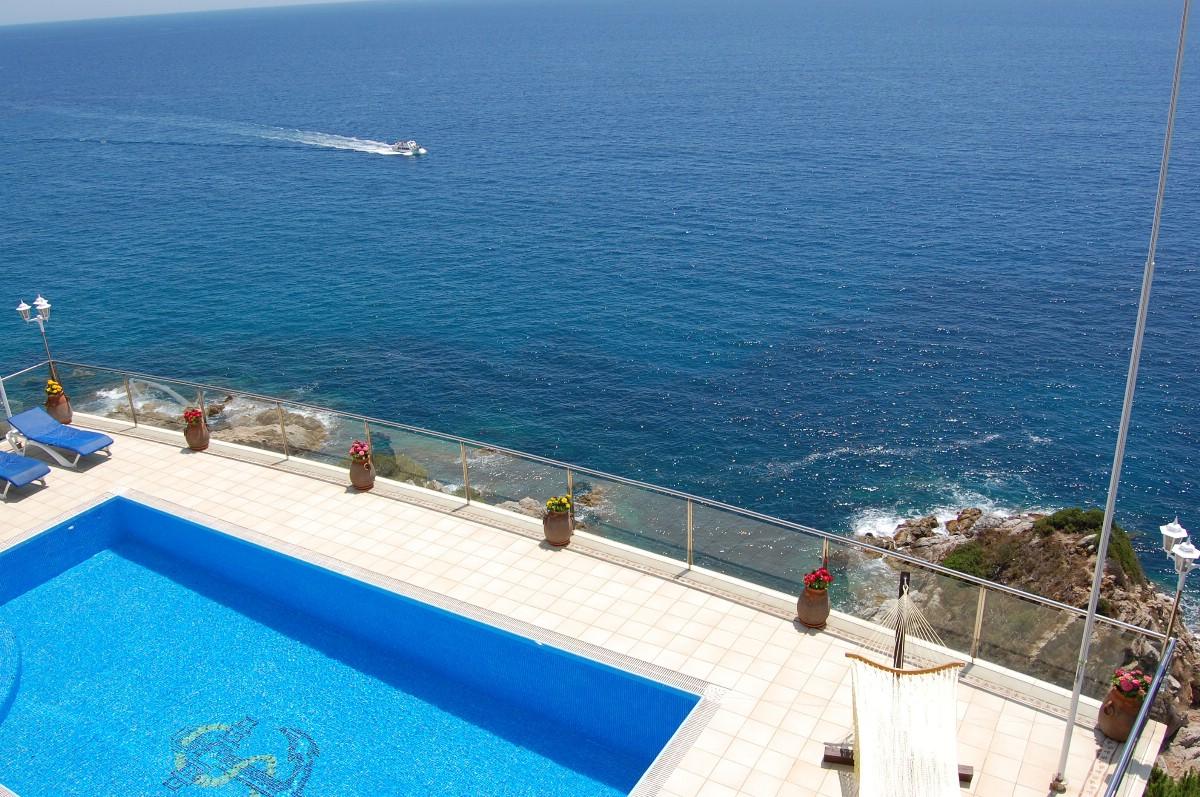 独户住宅 为 销售 在 Frontline mansion in Lloret de Mar Lloret De Mar, Costa Brava 17310 西班牙