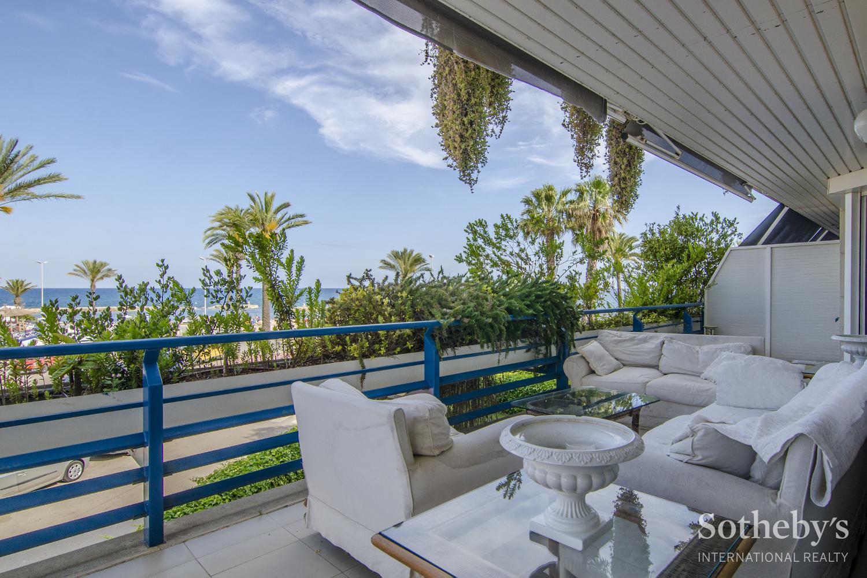 Wohnung für Verkauf beim Exclusive Beachfront Property in Terramar Sitges, Barcelona 08870 Spanien