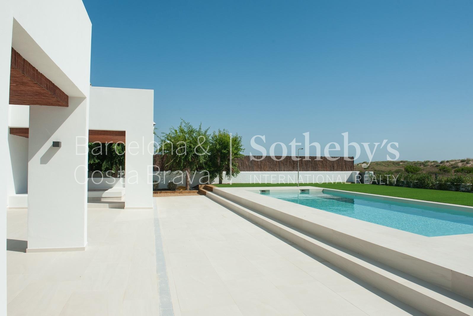 Einfamilienhaus für Verkauf beim Modern house on the beach Pals, Costa Brava 17256 Spanien