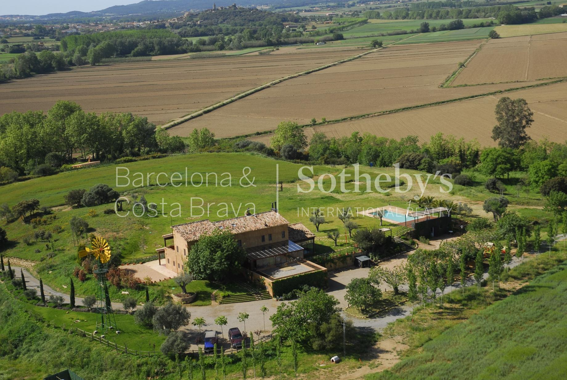 Single Family Home for Sale at Beautiful neo-rural house surrounded by a natural park and two minutes from ... Other Cities Baix Emporda, Barcelona 17001 Spain
