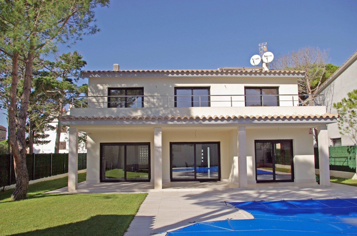 Single Family Home for Sale at New construction villa for sale near the S'Agaró bay S'Agaro, Costa Brava 17248 Spain