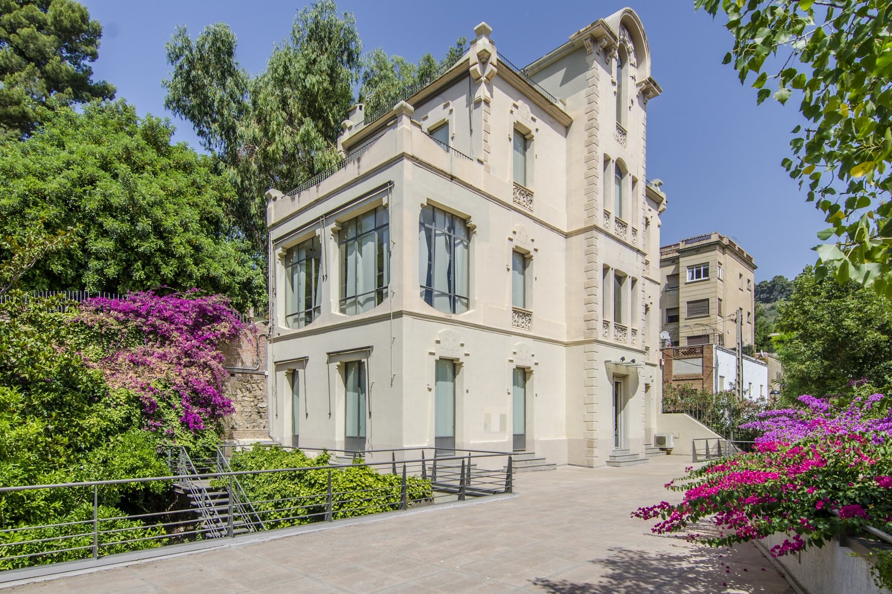 Property For Sale at Modernist House in the Area of Avenida Tibidabo