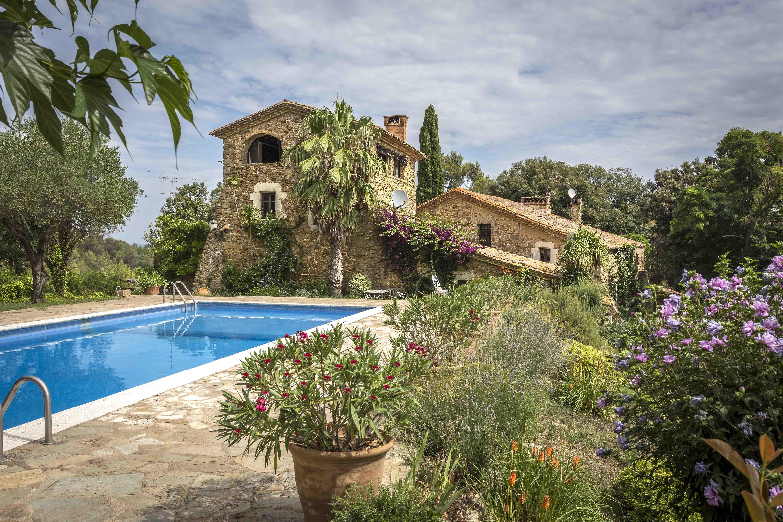 Maison unifamiliale pour l Vente à Spectacular farmhouse 1581 Other Cities Baix Emporda, Barcelona 17001 Espagne