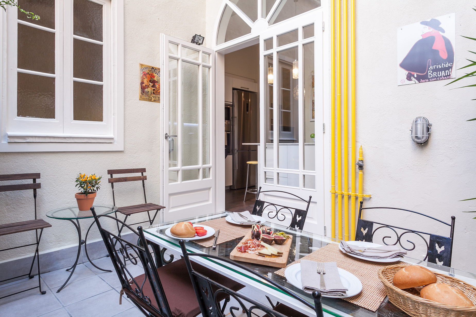 Apartment for Sale at Impeccable Ground Floor Apartment with a Tourist License Barcelona City, Barcelona, 08007 Spain