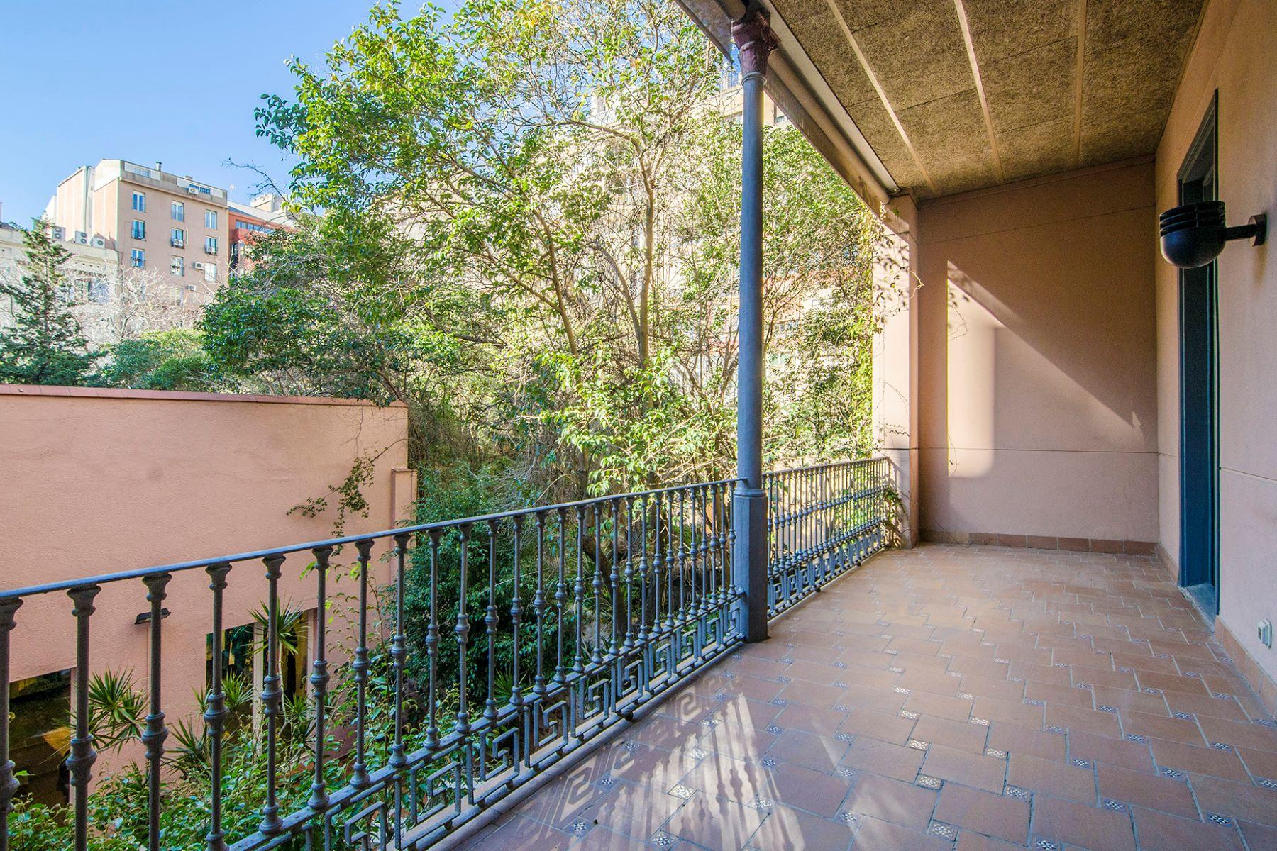 아파트 용 매매 에 Apartment with large terrace surrounded by gardens on Passeig de Gràcia Barcelona City, Barcelona, 08007 스페인