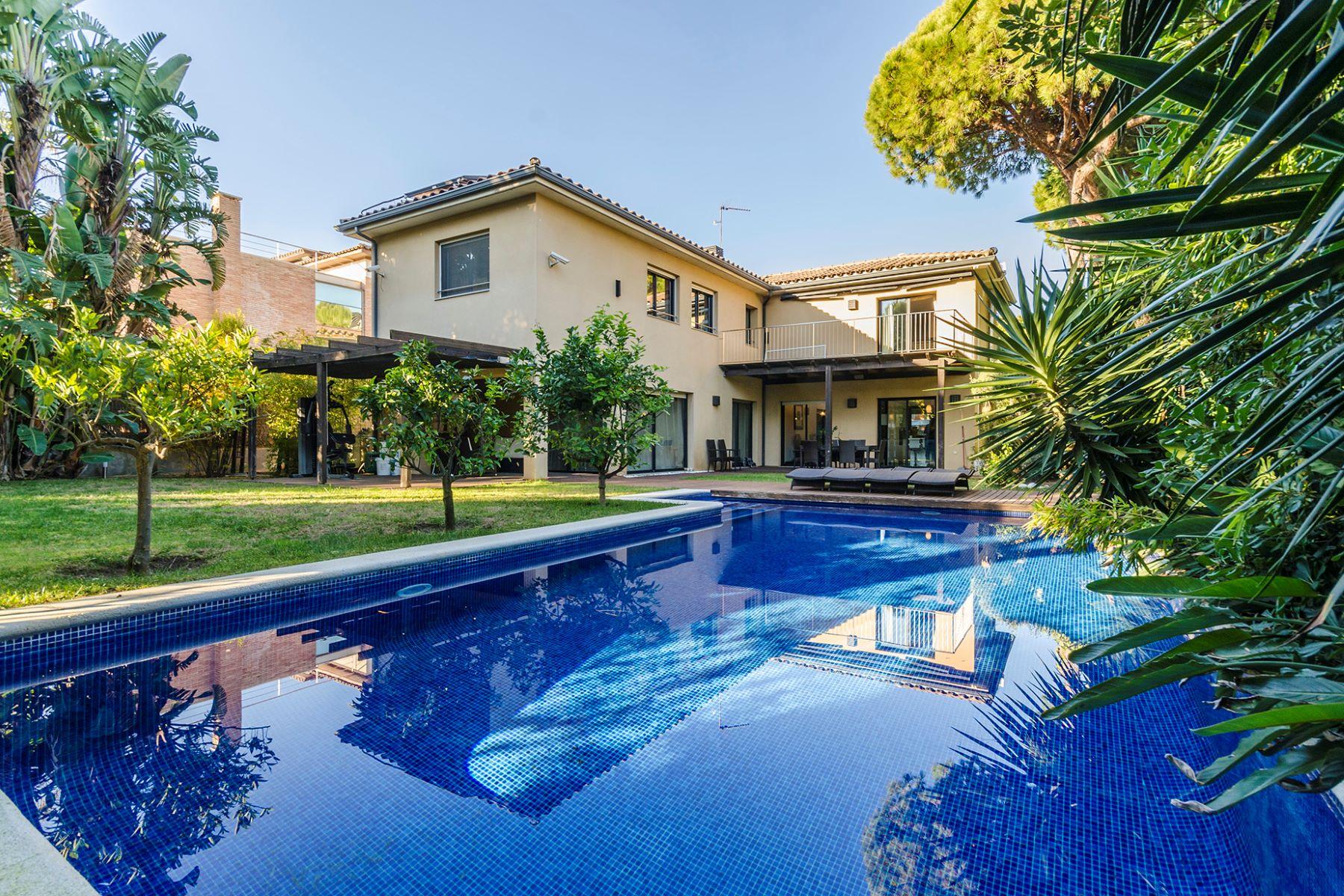独户住宅 为 销售 在 Fantastic villa in quiet environment of Gava Mar 3 minutes from the beach 加瓦, 巴塞罗那, 08850 西班牙